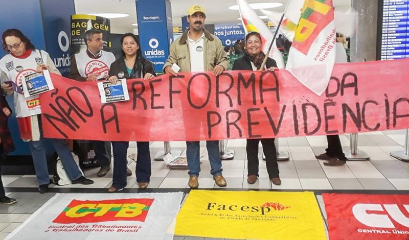 Movimentos botam pressão em deputados no aeroporto de Congonhas