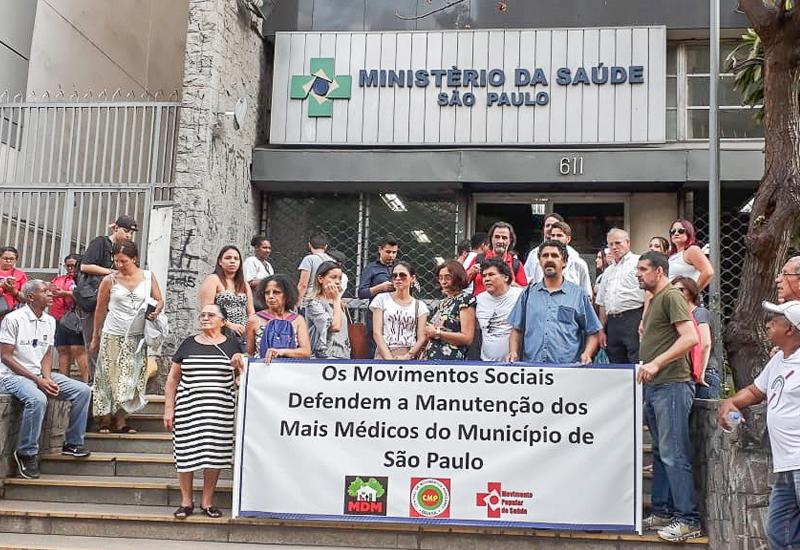"""Conselho Municipal aprova moção contra o fim do """"Mais Médicos"""" e movimentos fazem passeata até Superintendência Estadual do Ministério da Saúde"""