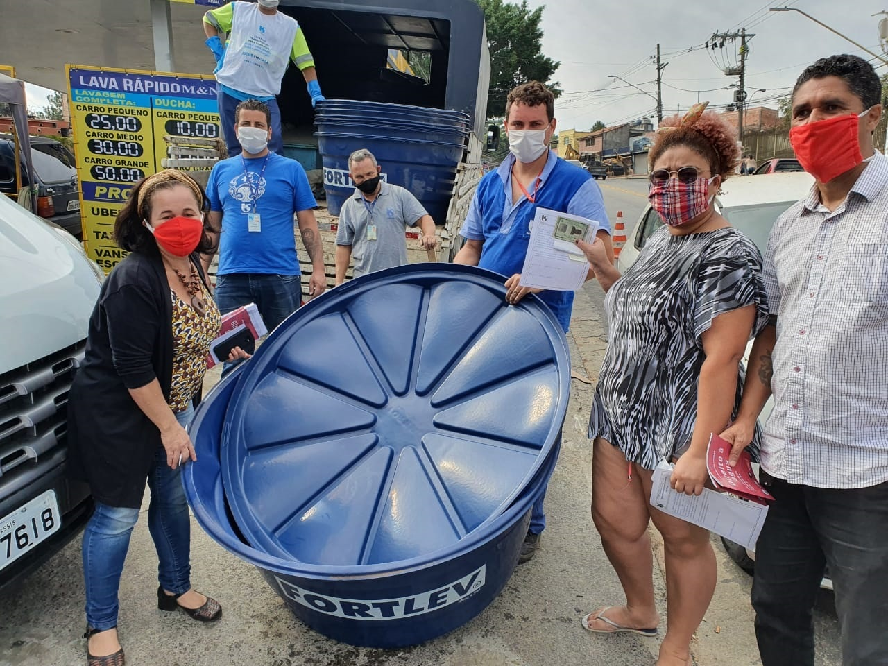"""Comunidade """"Cai Cai"""" recebe suas caixas d'água"""