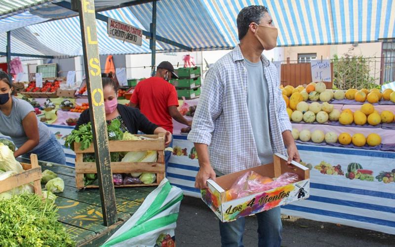 Programa protege as mulheres, evita desperdício de alimento e sustenta famílias