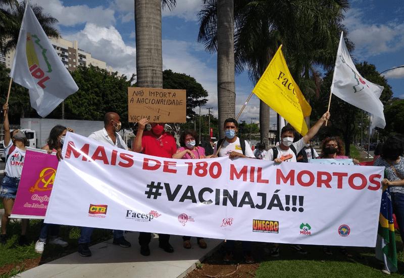 """Movimentos sociais protestam contra Bolsonaro e exigem """"Vacina Já!"""""""